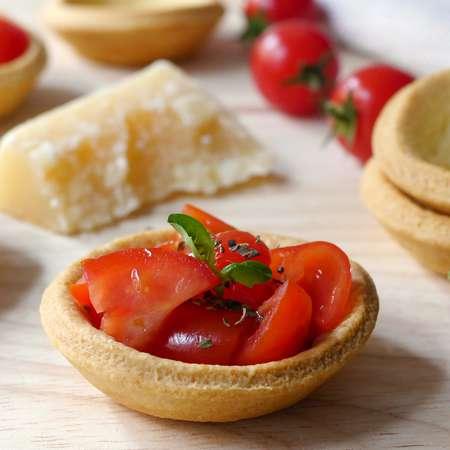 Barchette di pasta frolla salata con pomodorini