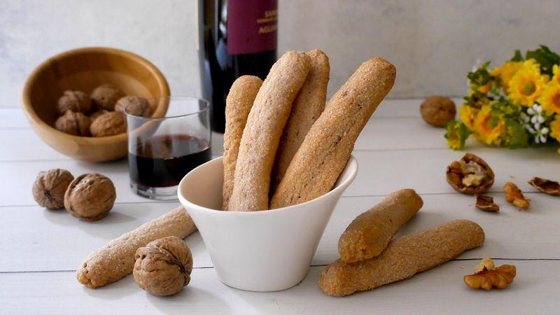 Biscotti al vino rosso e noci