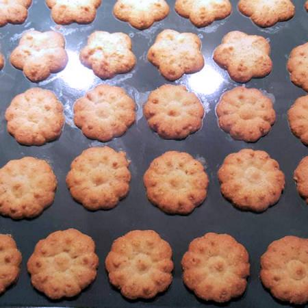 Biscotti alla cannella con sparabiscotti