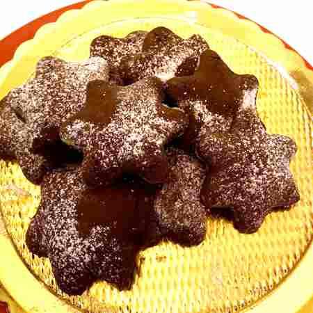 Biscotti con cuore di nocciola