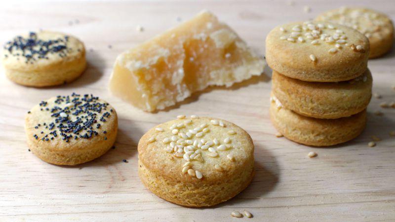 Biscotti di pasta frolla salata per aperitivi
