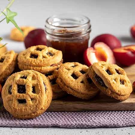 Biscotti integrali con marmellata di prugne
