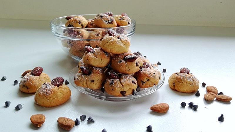Biscotti mandorle e gocce di cioccolato