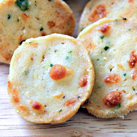 Biscotti salati alla robiola