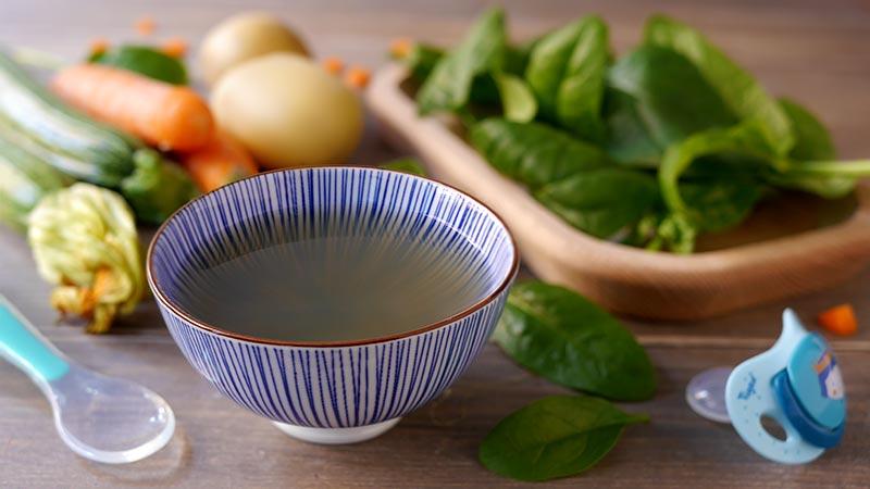 Brodo vegetale con spinaci