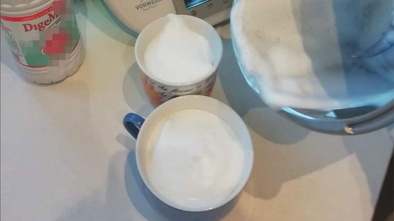 Cappuccino schiumoso senza lattosio