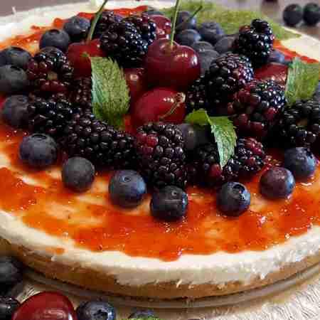 Cheesecake marmellata di fragole e frutti di bosco