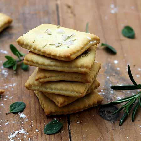 Cracker al rosmarino e timo