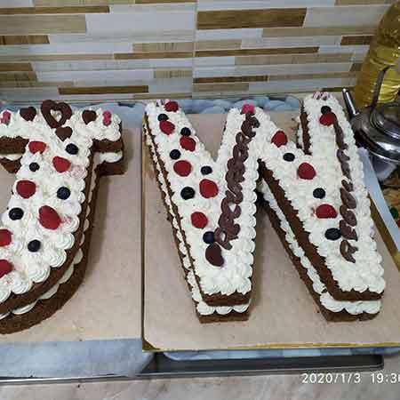 Cream tart con pan di Spagna al cioccolato