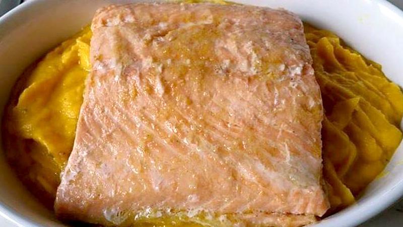 Filetto di salmone su vellutata di verdure