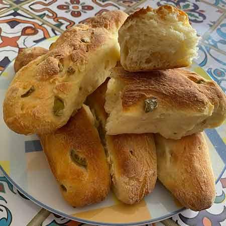Filoncini di semola con olive verdi