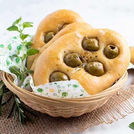 Focaccine di ricotta e olive