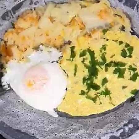 Frittata con uova all'occhio di bue a vapore
