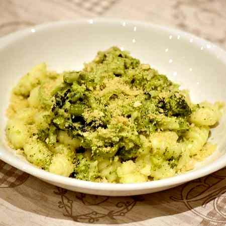 Gnocchi al broccolo cremoso e croccante