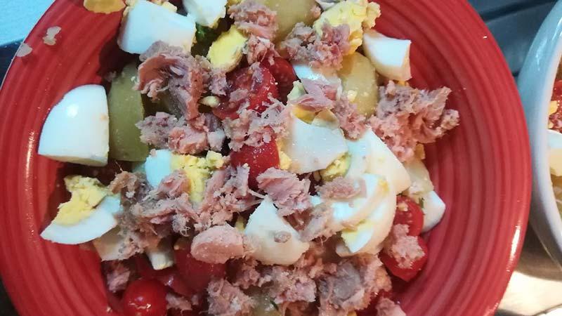 Insalata di patate tonno e pomodorini