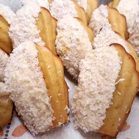 Madeleine al cocco e cioccolato bianco