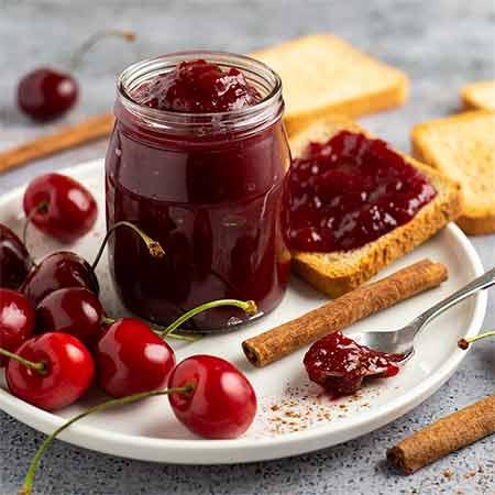 Marmellata di ciliegie e cannella