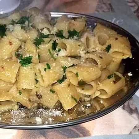 Mezze maniche patate, acciughe e pecorino