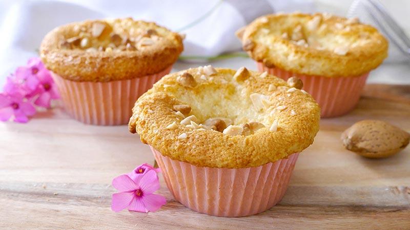Muffin mandorle e cioccolato bianco