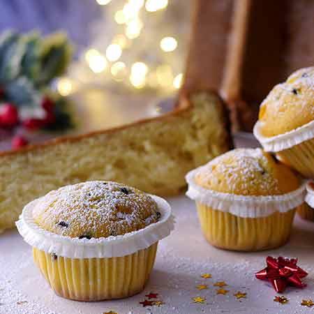 Muffin pandoro con gocce di cioccolata