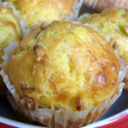 Muffin salati con erbe e formaggi