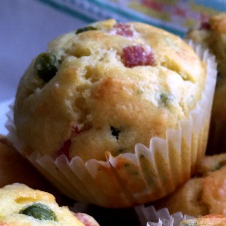 Muffin salati piselli e prosciutto cotto
