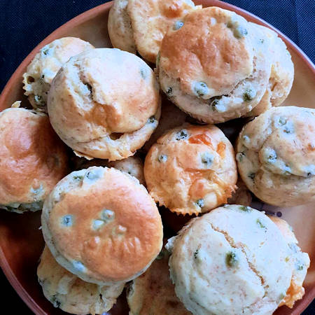 Muffin salati tonno piselli e scamorza
