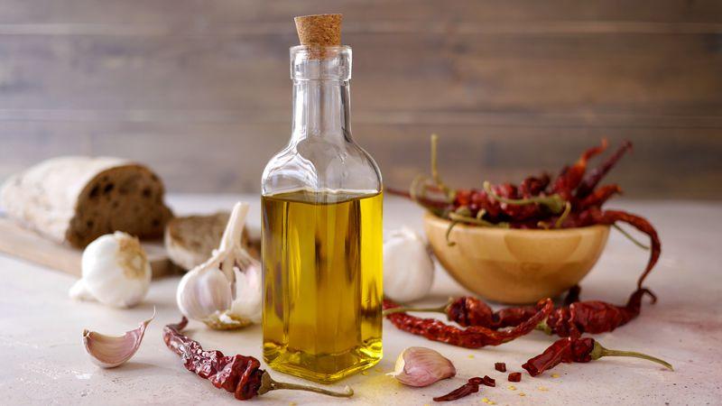 Olio aromatizzato peperoncino e aglio