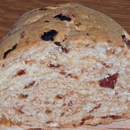Pane alle olive e pomodori secchi