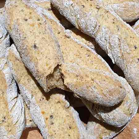 Pane integrale olive e pomodori secchi
