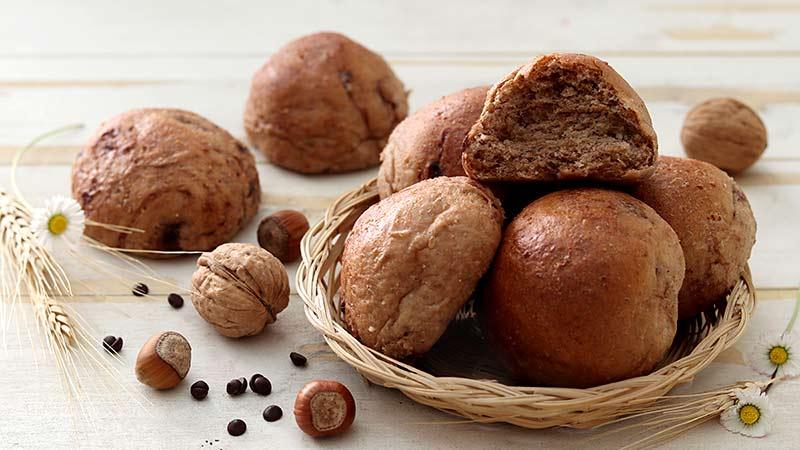 Panini al farro noci nocciole cioccolato