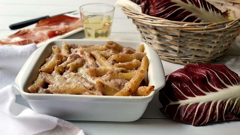 Pasta al forno speck radicchio e fontina