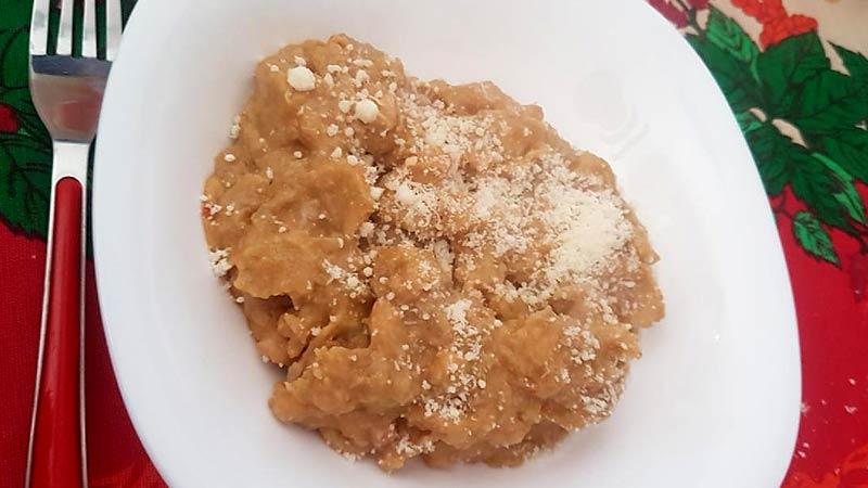 Pasta con cavolfiore, pancetta e noci