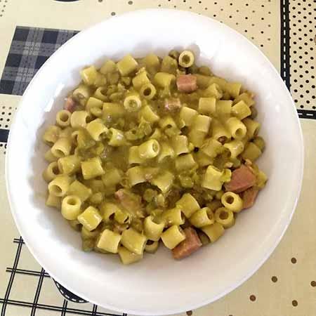 Pasta e piselli con pancetta