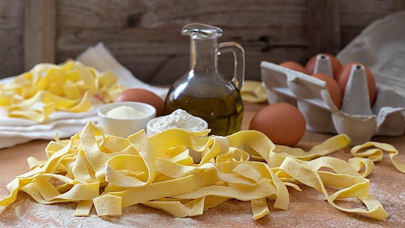 Pasta fresca di semola e 00 all'uovo