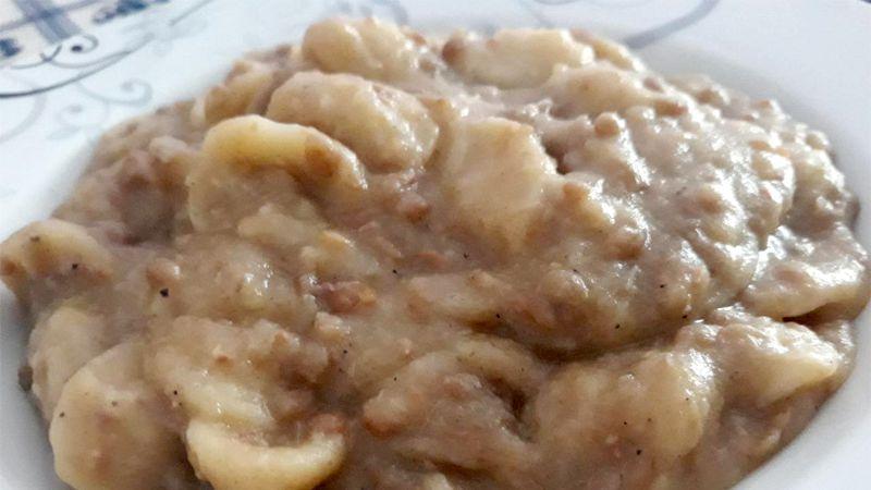 Pasta lenticchie e foglie di cavolfiore