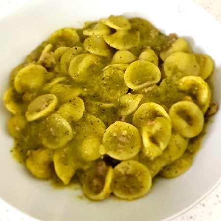 Orecchiette con salsiccia e broccoletti
