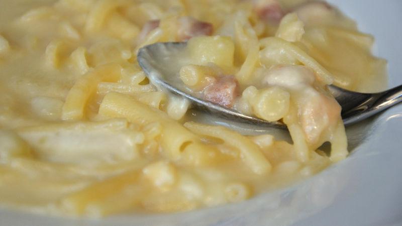 Pasta patate provola e pancetta