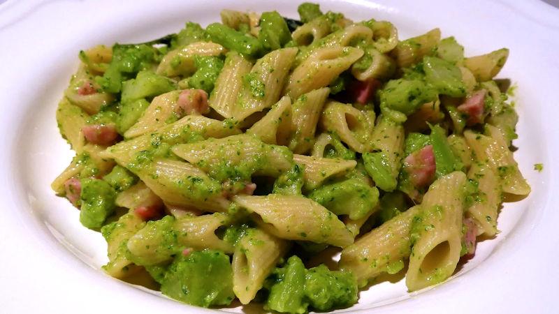 Penne broccoletti e pancetta (sciambrotti)