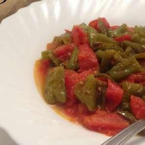 Peperoni verdi al pomodoro