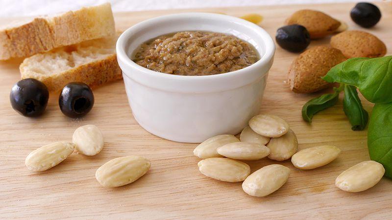 Pesto di pomodorini olive e mandorle
