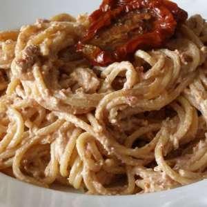 Pesto rosso di ricotta e pomodori secchi