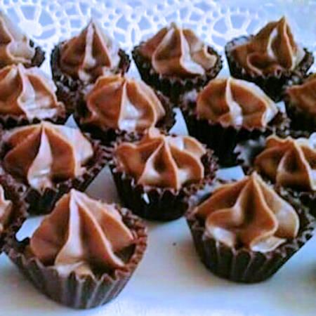 Pirottini di cioccolato con crema al latte