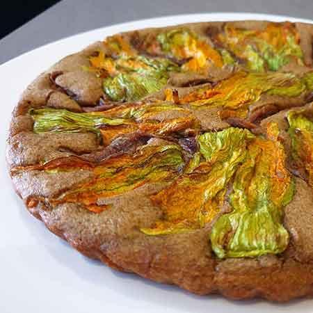 Pizza integrale fiori di zucca e alici