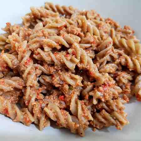 Ragù di salsiccia con peperoni e noci