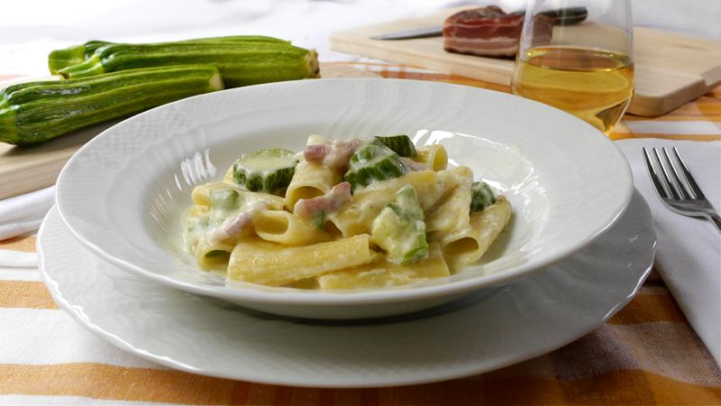 Rigatoni pancetta, zucchine e panna