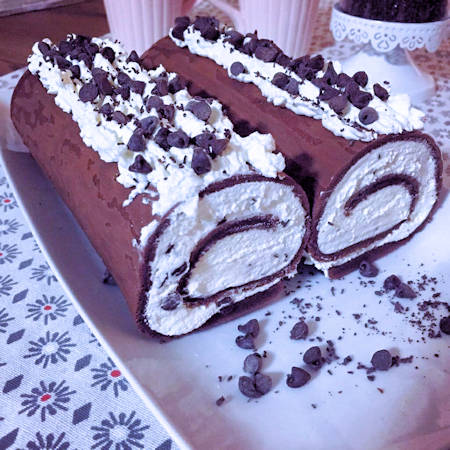 Rotolo al cacao mascarpone e gocce di cioccolato