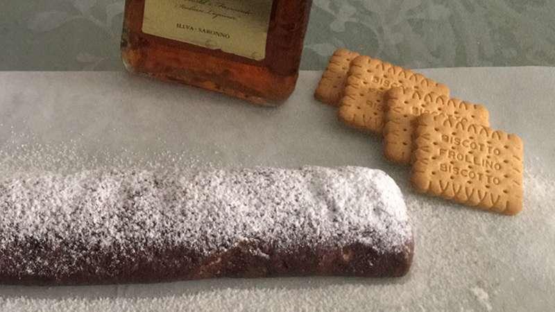 Salame al cioccolato con noci e mandorle