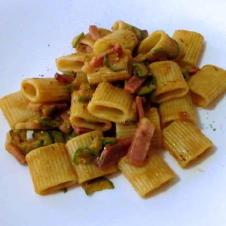 Salsa speck e zucchine
