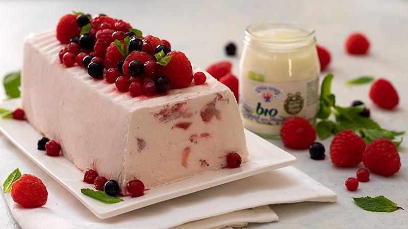Semifreddo yogurt e frutti di bosco